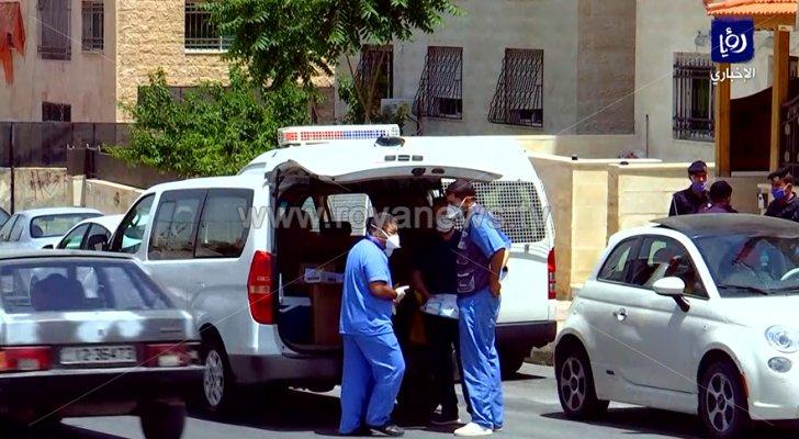 فرق التقصي الوبائي بالقرب من إحدى العمارات في ماركا الجنوبية