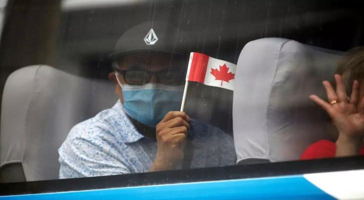 الاختلاط يرفع عدد الإصابات بكورونا بين الشباب في كندا