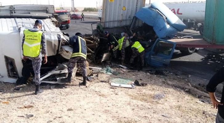 إصابة خمسة أشخاص بحادث تصادم على الطريق الصحراوي