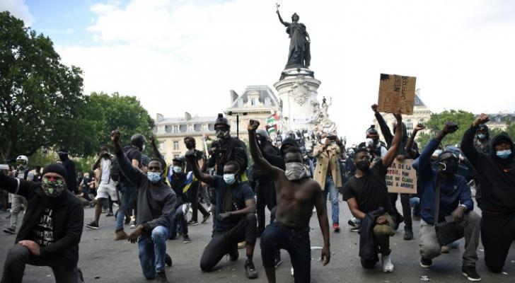آلاف الفرنسيين يتظاهرون للتنديد بعنف الشرطة