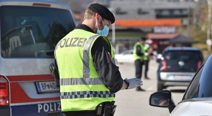 دافعت الشرطة عن قرارها فرض الغرامة قائلة إنه تعمّد إطلاق الريح