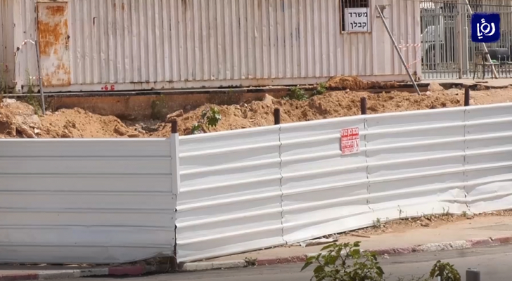 الاحتلال يواصل اعتداءه على مقبرة الإسعاف في يافا