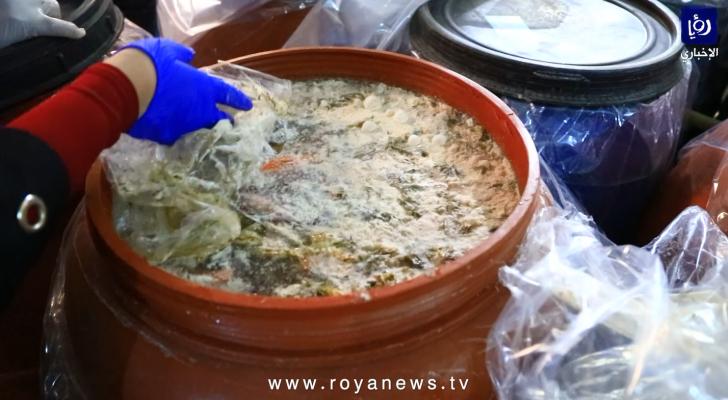 حجز  أطنان مخللات واغلاق مصنع بالشمع الأحمر في عمان