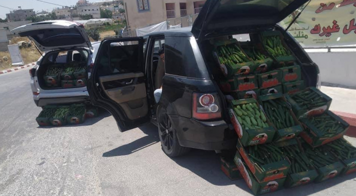 """فلسطيني يحول مركبته """"الرينج روفر"""" بسطة لبيع الخضار"""