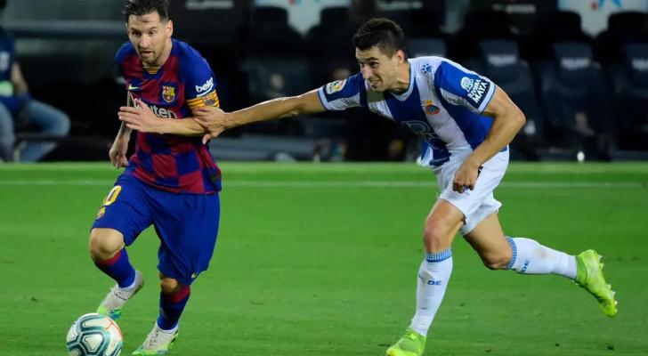 برشلونة يقلص الفارق موقتا عن ريال ويُرسِلُ اسبانيول الى الدرجة الثانية