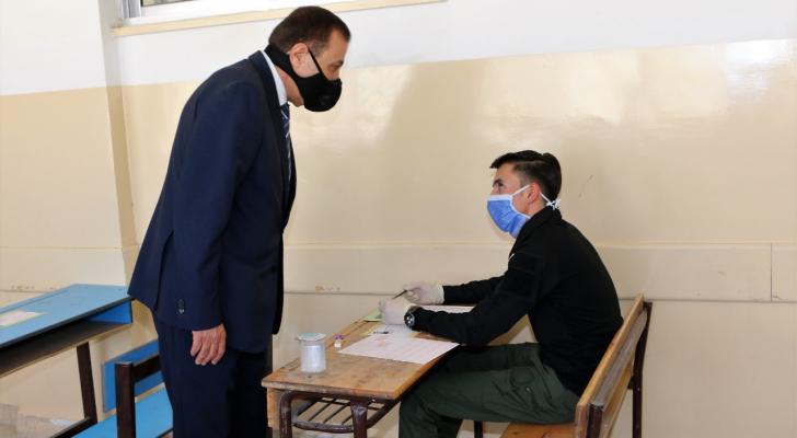 وزير التربية يتفقد سير امتحان التوجيهي في محافظة معان