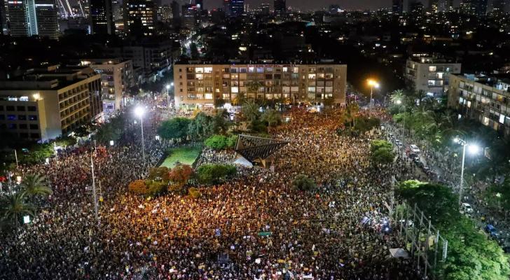 آلاف المستوطنون يتظاهرون احتجاجا على تعامل الحكومة مع تداعيات أزمة كورونا