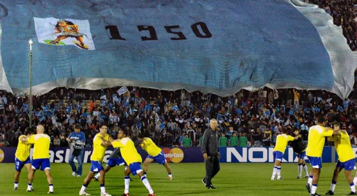 صورة ارشيفية بتاريخ 30 اذار 2005 تظهر منتخب البرازيل قبل مواجهة الاوروغواي