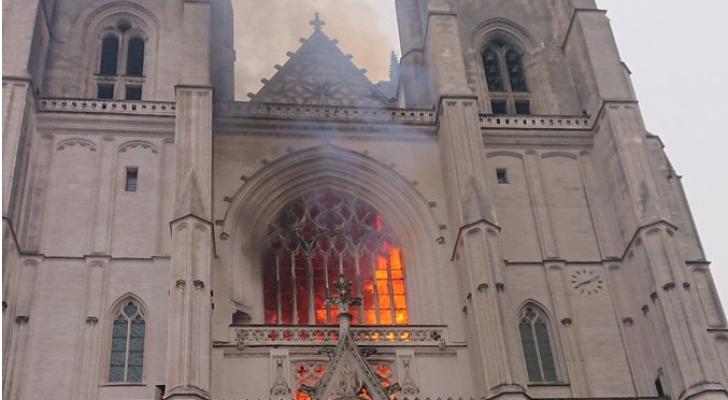 حريق كبير في كاتدرائية نانت