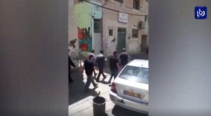 في إطار سياسة الاحتلال التهويدية.. حملة اعتقالات ومداهمات في القدس