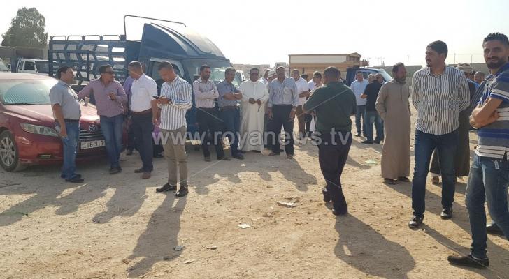 وقفة للمزارعين أمام سوق الخضار المركزي في عمان