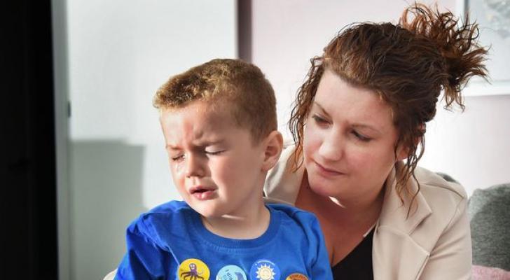 طفل أسكتلندي مهدد بفقدان بصره بسبب معقم اليدين
