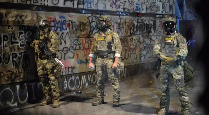 عناصر من الشرطة الفدرالية في بورتلاند