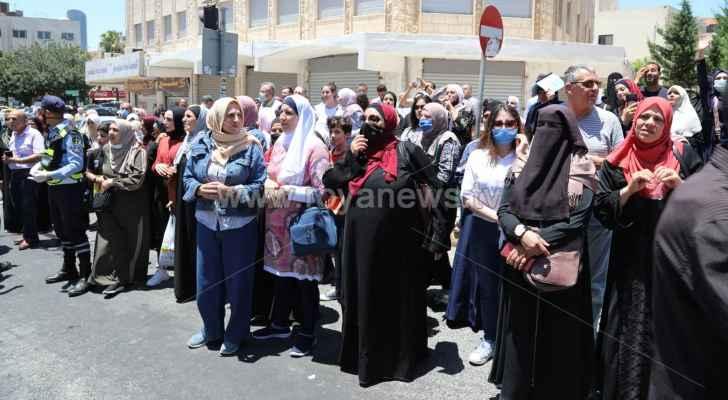 وزارة الصحة تطالب أهالي طلبة التوجيهي بالامتناع عن التجمهر  أمام مراكز الاقتراع
