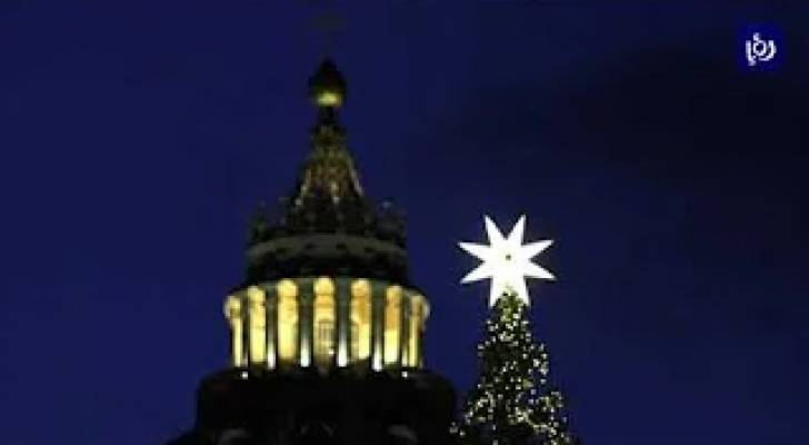 الفاتيكان.. إضاءة شجرة عيد الميلاد في ساحة القديس بطرس